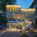 رستوران زنجیره ای مک دونالد در روتردام هلند